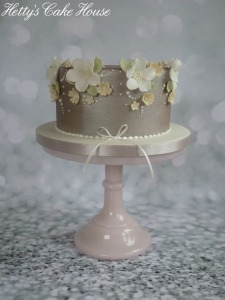 mums silver flower cake