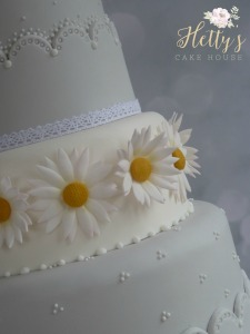 Daisy Love close up cake